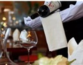 酒沒壞,客人要換酒,侍酒師該怎么做?